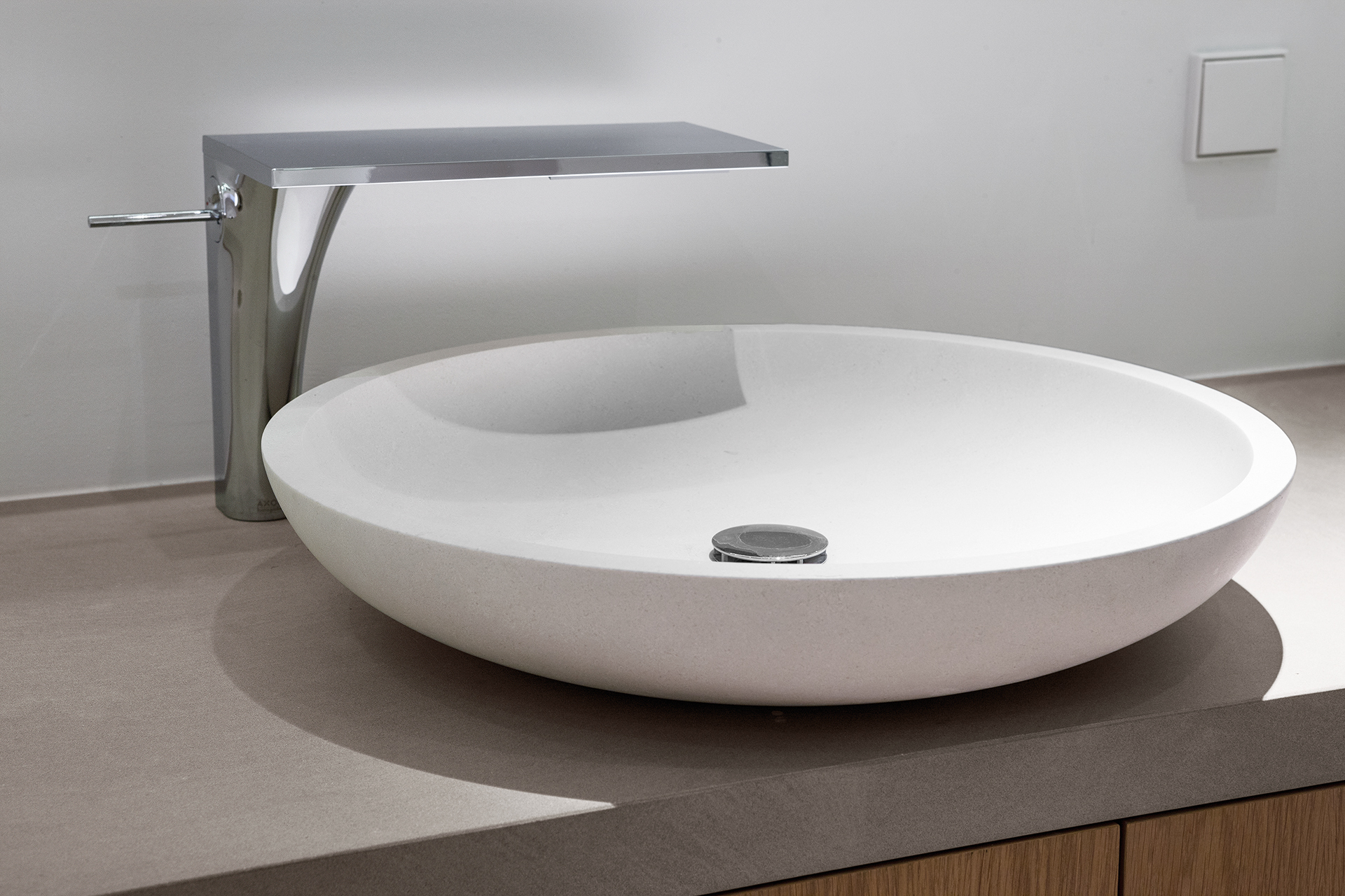Stylish modern sink with a wide pour flat head