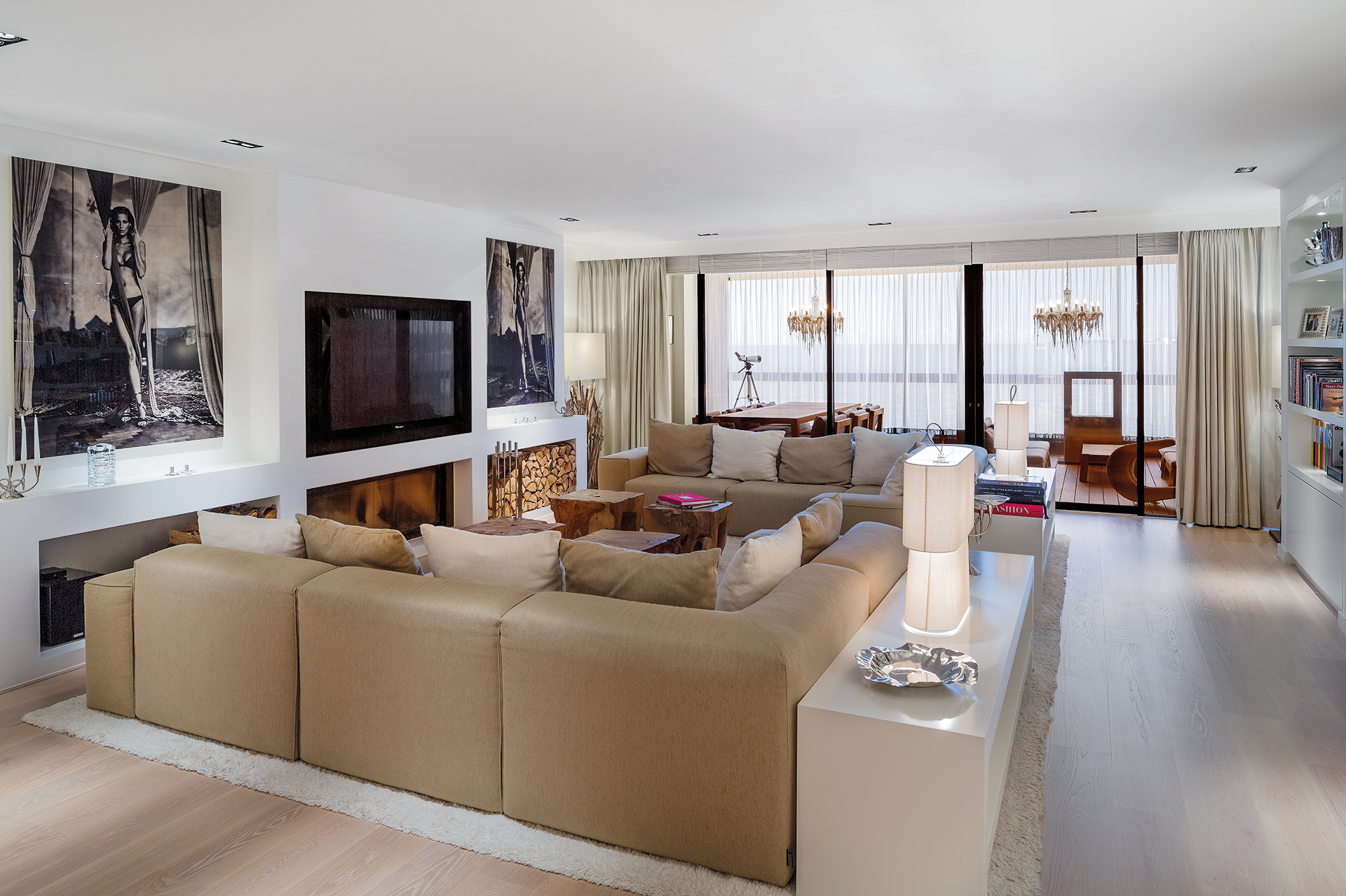 spacious livingroom with entertainment centre