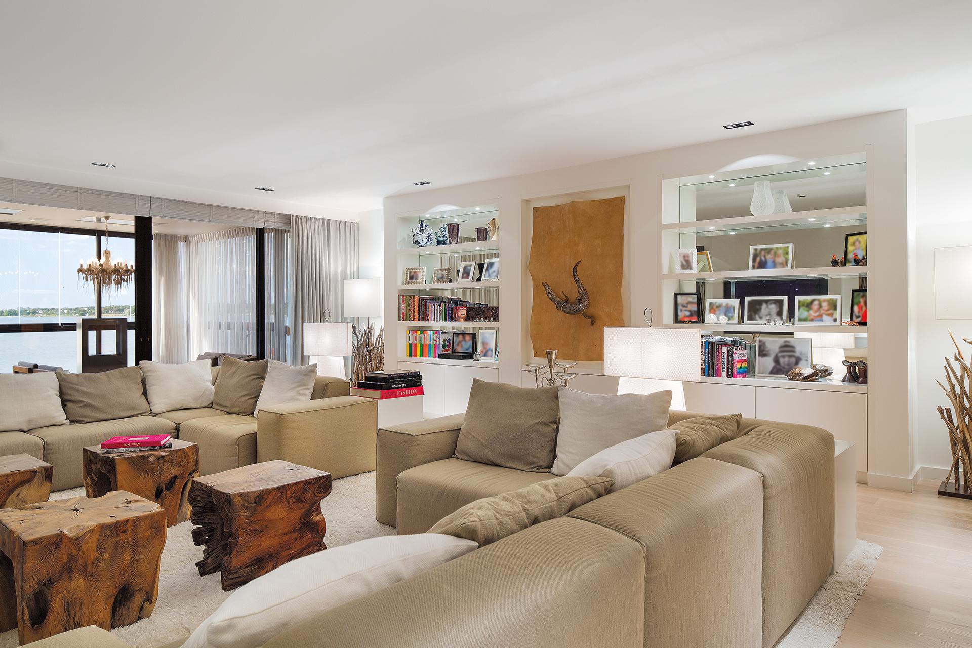 Spacious livingroom with bookshelves and artwork